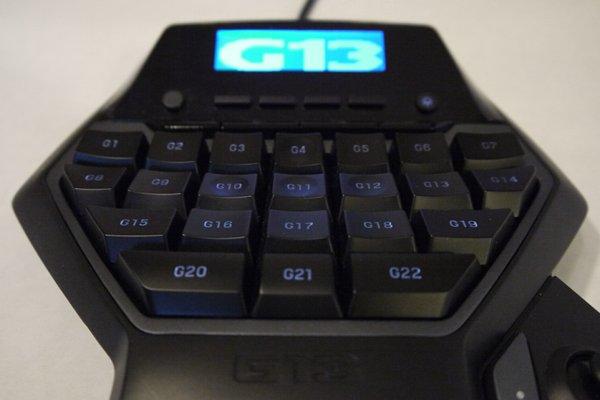 Logitech G13 Advanced Gameboard Review - Evolution or Dud? - General Tech 10