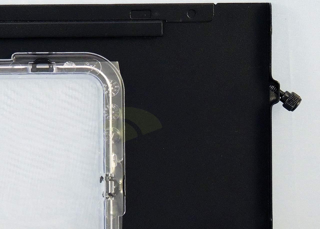 10-leftpanel-inside-screws-closeup.jpg