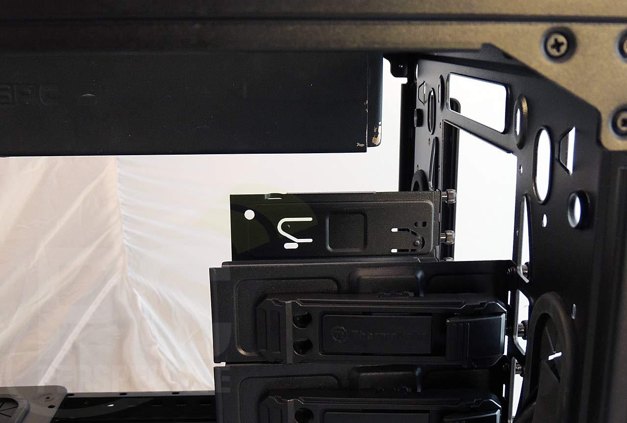 16-case-top-thickrad-left-drivebay-closeup.jpg