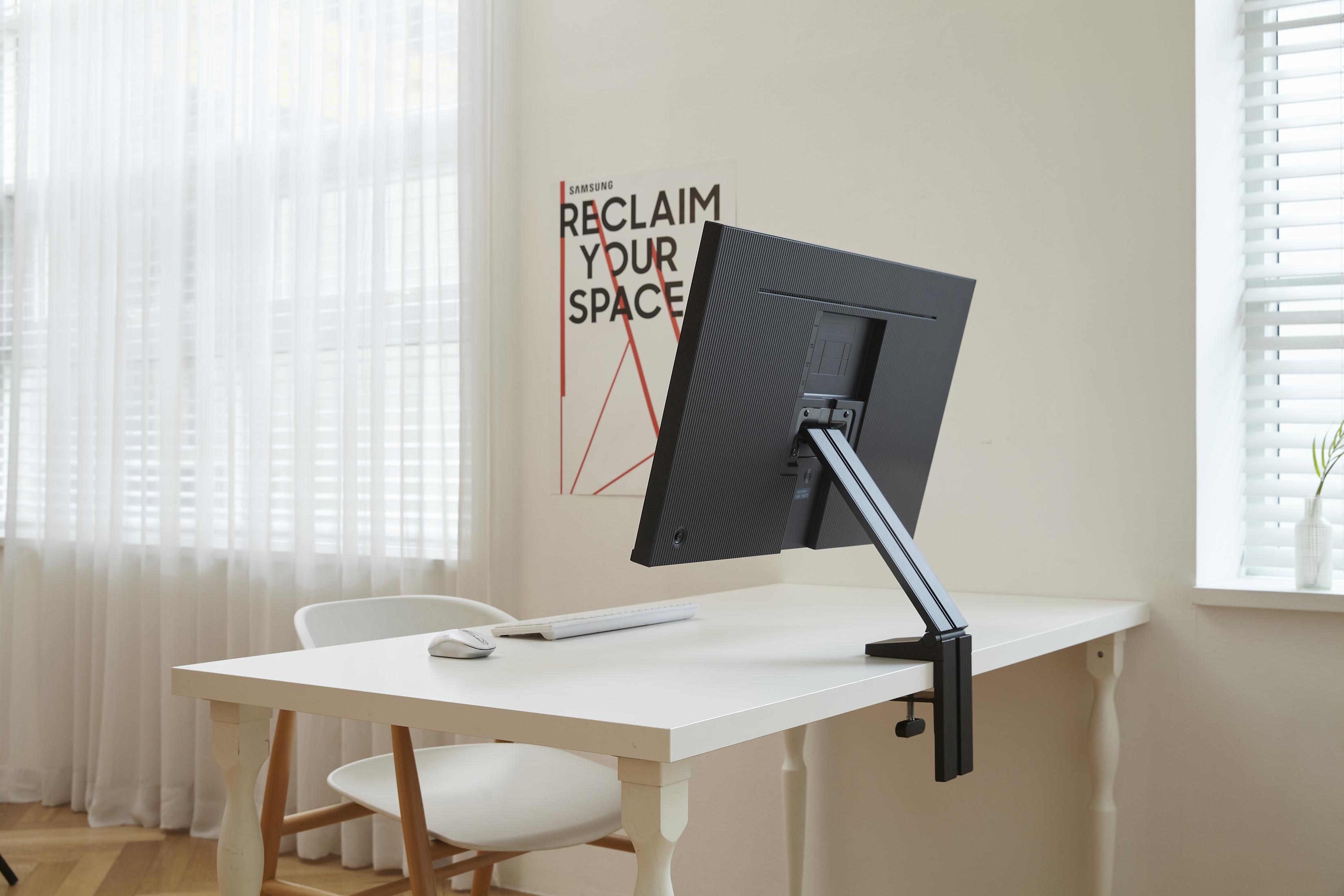samsung-space-monitor-4.jpg