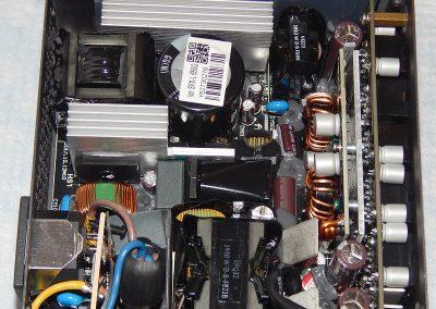 20 Fractal Ion SFX 650G inside 2