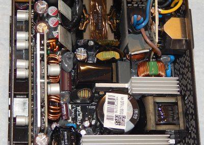 21 Fractal Ion SFX 650G Inside 3