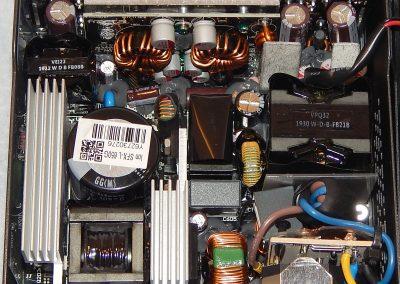 22 Fractal Ion SFX 650G Inside 4