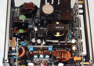21-EVGA-G5-750W-Inside