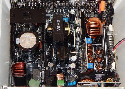 22-EVGA-G5-750W-Inside