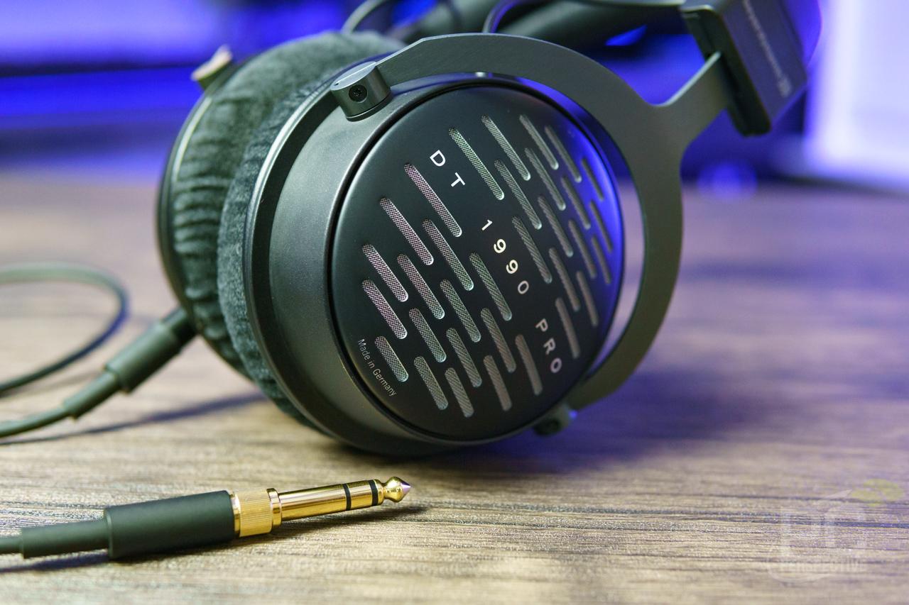Beyerdynamic DT 1990 PRO Review: Best Headphones Under $1000? - General Tech  4