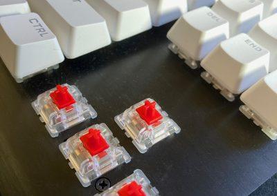 Corsair K70 RGB TKL Keyboard & Sabre RGB Pro Mouse Review - General Tech 40
